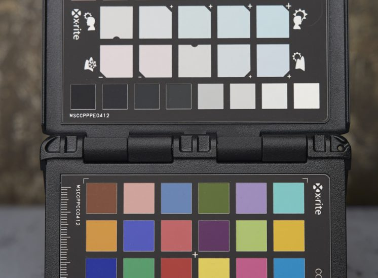 Różnica w kolorze i fakturze w świetle różnych modyfikatorów